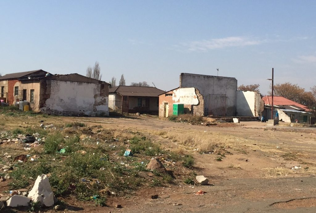 The large back wall of the building on the right is all that remains of the historic San Souci 'bioscope'in Kliptown, Soweto. Source: www.lizatlancaster.co.za