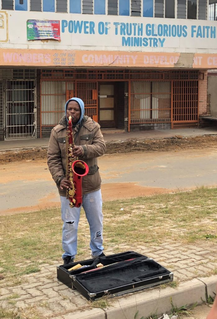 Saxophonist Jabu Dwai in Orlando East. Source: www.lizatlancaster.co.za